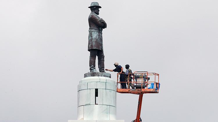 """Trump lamenta que la cultura de EE.UU. se """"haga trizas"""" por la remoción de estatuas de confederados"""