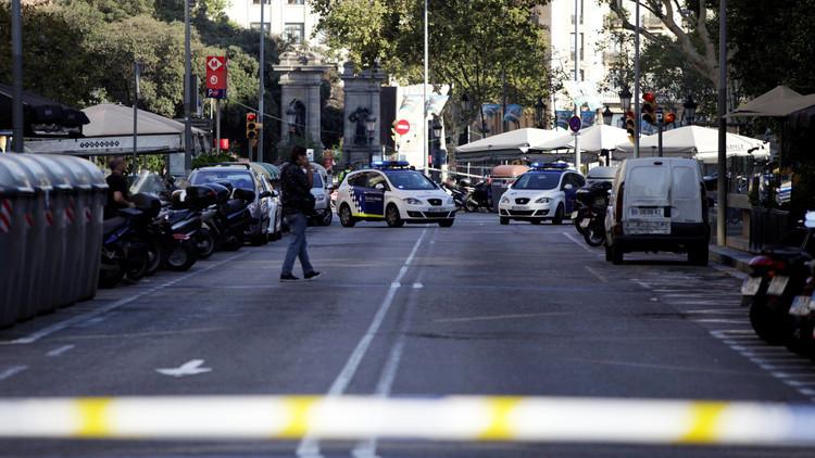 Pánico en España: un coche atropella a tres policías en la Diagonal de Barcelona
