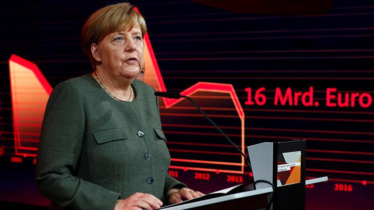 """Traidora"": Merkel fue abucheada en un acto de campaña"