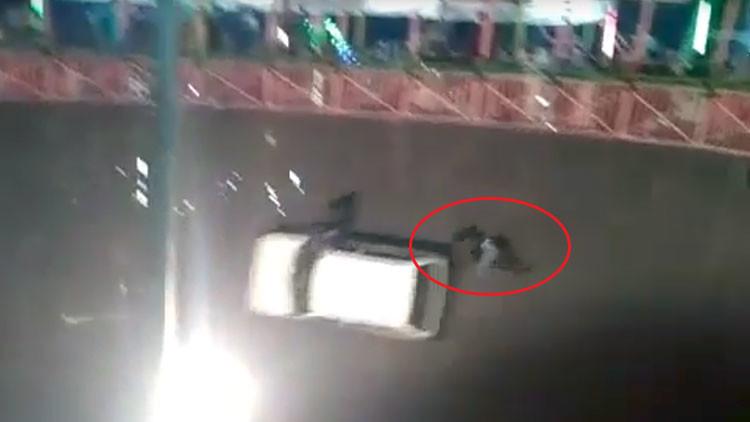FUERTES IMÁGENES: Una doble se cae de un coche en marcha en un 'pozo de la muerte'