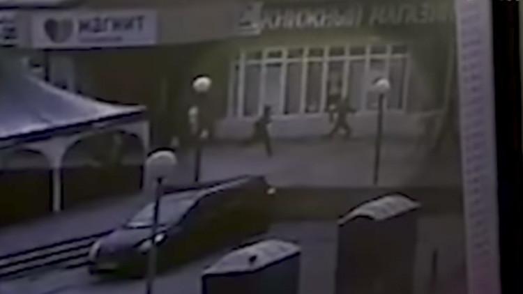 Video: Momento del ataque de un hombre armado con cuchillo contra transeúntes en Rusia