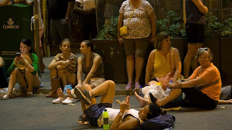 """""""Preferimos grabar con un móvil y comprar antes que ayudar"""" a las víctimas del atentado en Barcelona"""