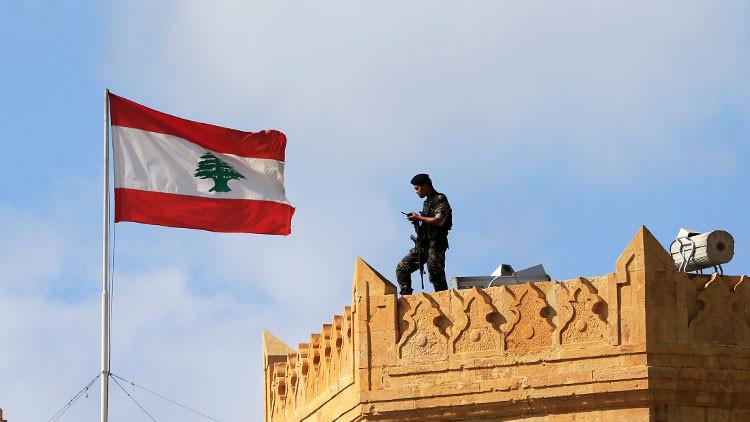 FOTO: Ejército libanés alza bandera española tras victoria ante el EI por las víctimas en Cataluña