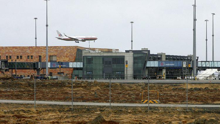 Un coche se empotra contra la sala de llegadas de un aeropuerto en Islandia