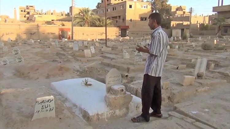 Tumbas donde antes había columpios: Los tétricos efectos del asedio del EI sobre Deir ez Zor (VIDEO)