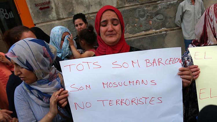 """La madre del terrorista huido de Barcelona: """"Que vaya a la Policía, que se entregue"""" (VIDEO)"""