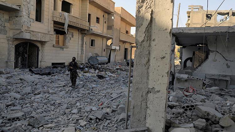 Civiles en Raqa, atrapados entre el  'fuego cruzado' del EI y la coalición liderada por EE.UU.