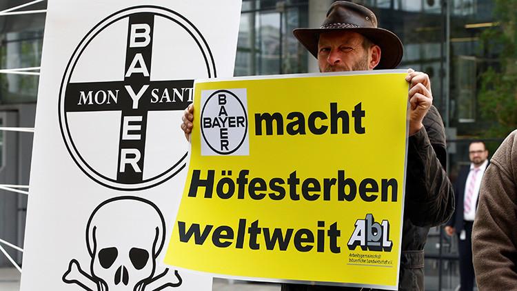 """""""Crearía la empresa integrada más grande del mundo"""": La UE investiga la compra de Monsanto por Bayer"""