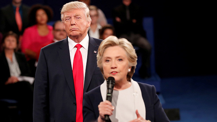 """Retrocede, tipo asqueroso, aléjate"": Hillary Clinton revela qué sintió al estar junto a Trump"