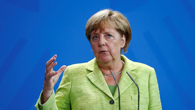 """Merkel critica el lema de Trump 'América primero': """"perjudicará a EE.UU."""""""