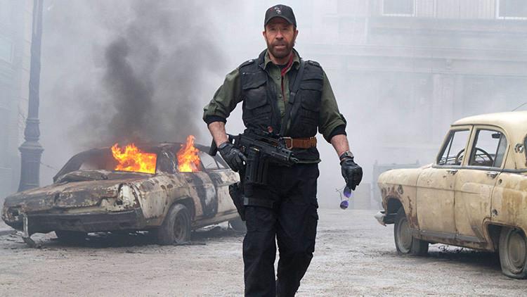 Las Vegas, helicóptero y una carrera loca: Chuck Norris sobrevive dos paros cardíacos en un solo día