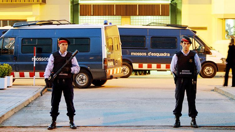 """""""Te vamos a rajar cuando salgas al patio"""": Amenazan a un detenido por el atentado en Barcelona"""