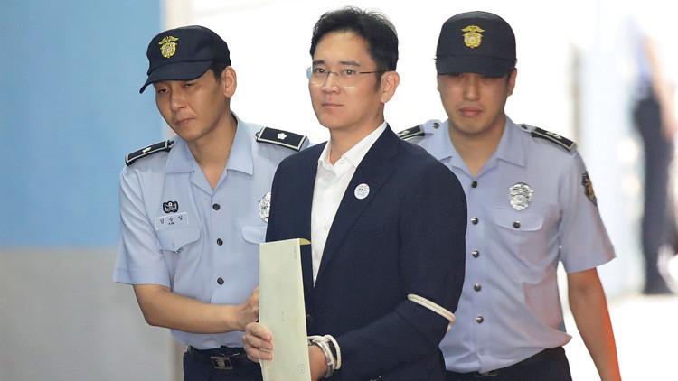La Corte de Corea del Sur condena al vicepresidente de Samsung a cinco años de prisión