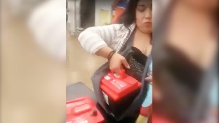 Una mexicana utiliza a su bebé para robar dos baterías de automóvil en un centro comercial (VIDEO)