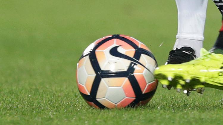 VIDEO: Un futbolista chileno sufre una grave lesión tras recibir una patada en la cabeza