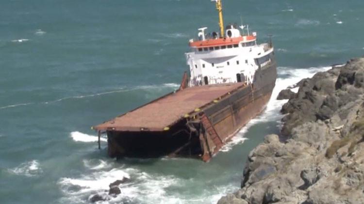 Video: Un barco carguero se parte en dos cerca de Estambul