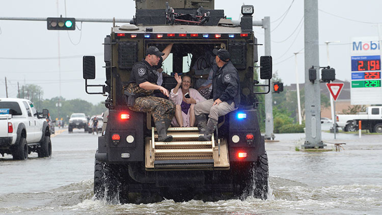 Un tuit viral permite rescatar a los ancianos de una residencia inundada en Texas