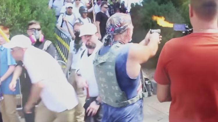 VIDEO: Capturan el momento en que un supremacista blanco dispara a manifestantes en Charlottesville