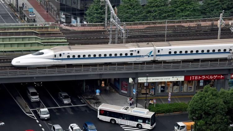 Trenes de alta velocidad suspenden servicio en el norte Japón por lanzamiento de misil norcoreano