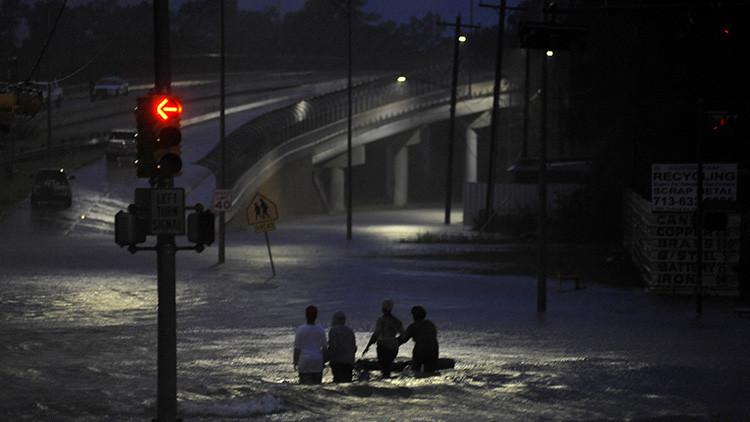 Un policía de Houston se ahoga en su coche patrulla