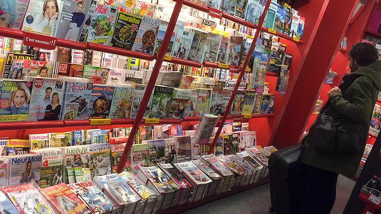 """""""Dios existe"""": 'Charlie Hebdo' dedica su última portada al huracán Harvey, que azota Texas (FOTO)"""