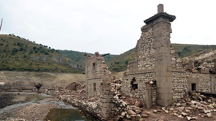 Fotos: Un viejo pueblo español emerge de las aguas tras casi 60 años