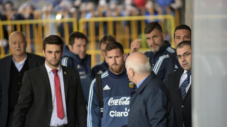 Messi se fotografía con un niño expulsado por los servicios de seguridad (VIDEO)