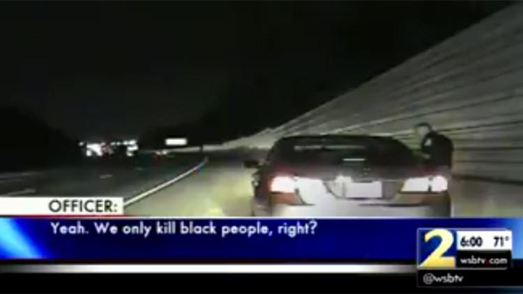 """""""Solo matamos a personas negras"""": Suspenden a un policía por asustar a una conductora (VIDEO)"""