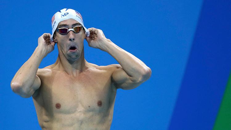 Michael Phelps 'trolea' a McGregor y lo desafía en la piscina