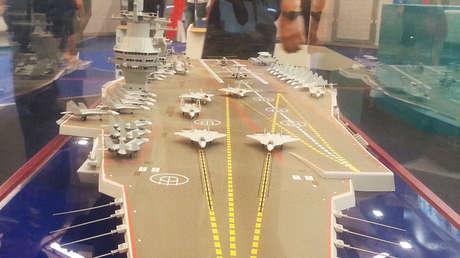 Un modelo del portaviones ruso Shtorm