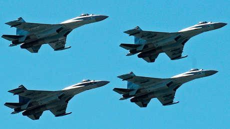 Un grupo de cazas polivalentes Su-35.