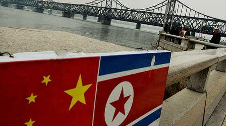 Puente en la frontera entre Corea del Norte y China, en la localidad china de Dandong.