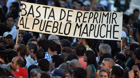 Manifestación de apoyo a los mapuches en la competición del Rally Dakar 2017, Buenos Aires, Argentina.