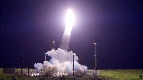 Un proyectil del programa de defensa antimisiles THAAD en Kodiak, Alaska, EE.UU., 11 de julio de 2017.