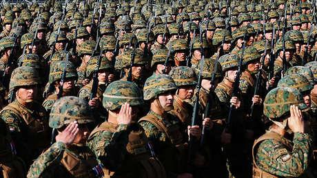 Soldados del Ejército de Chile durante el desfile militar anual en el parque O'Higgins de Santiago, el 19 de septiembre de 2016.