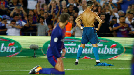 Cristiano Ronaldo celebra su gol durante el primer partido de la Supercopa de España, Barcelona, 13 de agosto de 2017.