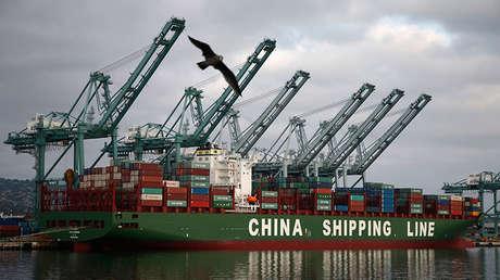 Un buque de contenedores chino en California, EE.UU. Agosto de 2014.