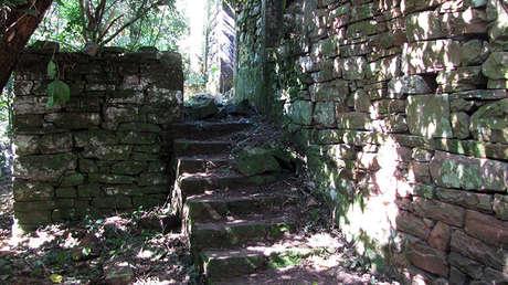 Foto publicada por el investigador Daniel Schavelzon de un edificio en ruinas ubicado en el parque Teyu Cuare de la provincia de Misiones (Argentina), el 9 de marzo de 2015.