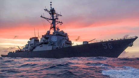 El destructor lanzamisiles de la Armada de Estados Unidos USS John S. McCain