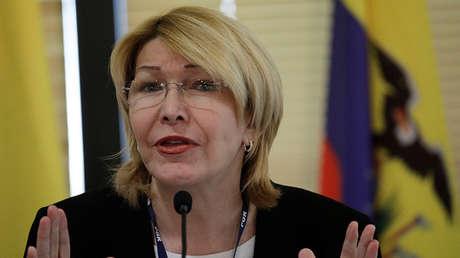 La ex fiscal general de Venezuela, Luisa Ortega Díaz, hace gestos durante una reunión con representantes de Mercosur, Brasilia, 23 de agosto de 2017.
