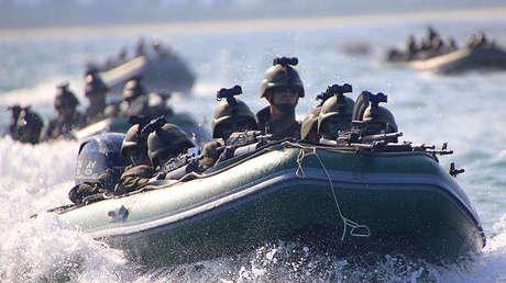 Ejercicio de asalto de las fuerzas especiales del Ejército Popular de Corea.