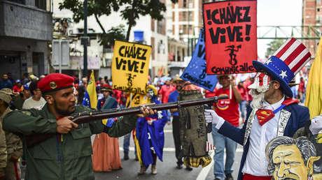 Venezolanos demuestran su apoyo al Gobierno del presidente Nicolás Maduro en Caracas (Venezuela), el 14 de agosto de 2017.