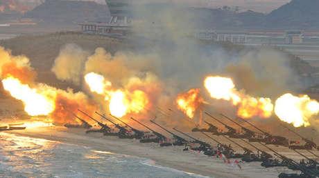 Ejercicios militares de la artillería de Corea del Norte.