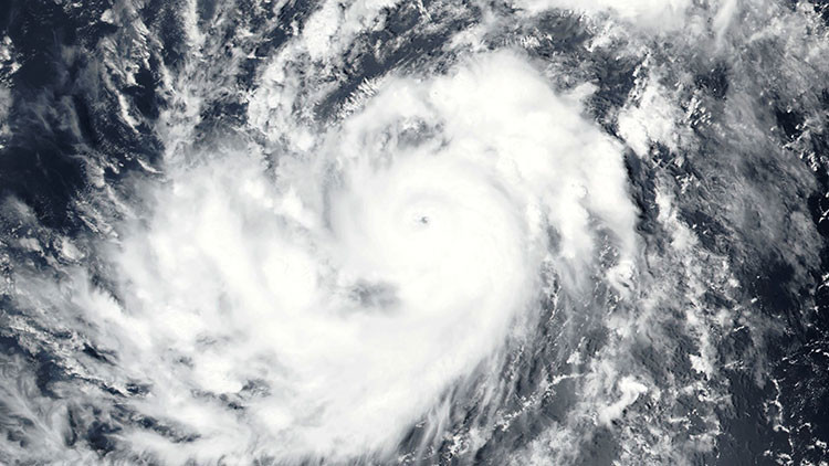 """La tormenta Irma se convierte en un """"poderoso huracan"""" y avanza hacia el Caribe"""