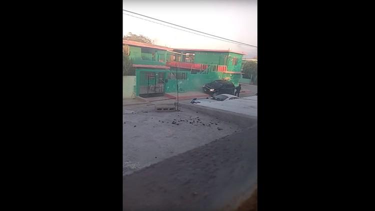 """VIDEO: Policías """"rematan"""" a cuatro presuntos delincuentes en México"""
