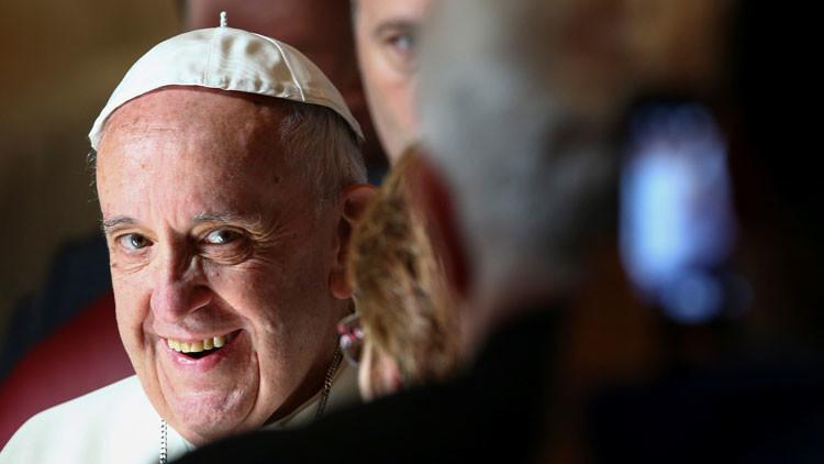 ¿El 'caballero oscuro' del Vaticano? Memes del papa Francisco a bordo del 'batimóvil' inundan la Red