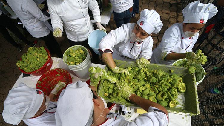 VIDEO: México 'se come' su propio récord Guinness de preparación de Guacamole con tres toneladas