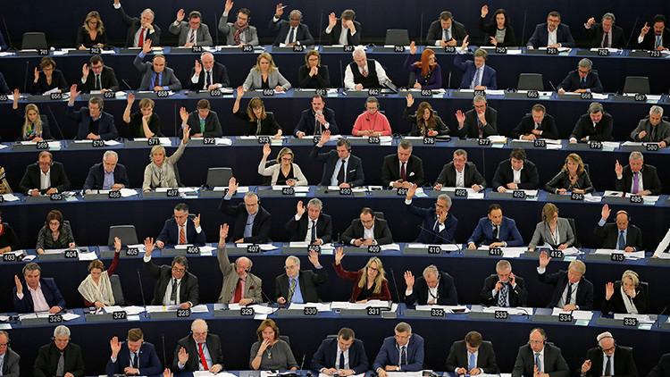 """El plan de la UE para excluir a los parlamentos nacionales """"rebeldes"""""""