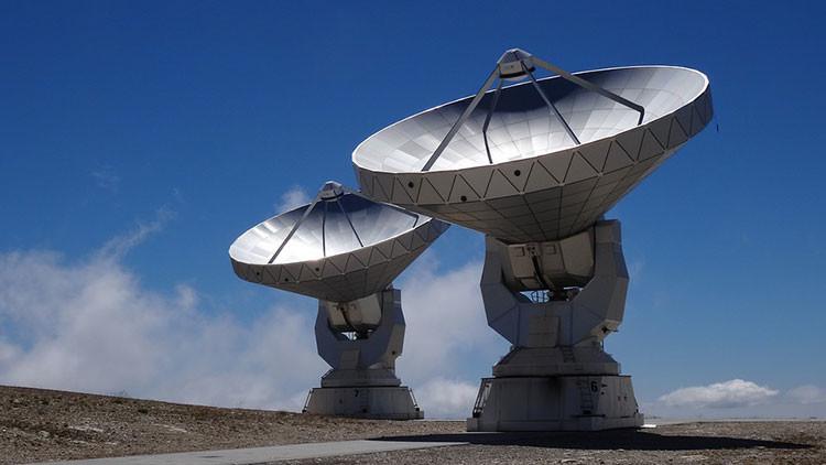 ¿Son de extraterrestres las misteriosas señales que el proyecto de Hawking detectó en el espacio?
