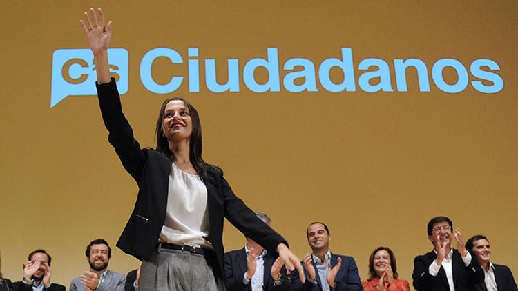 """Le desea por las redes a una diputada catalana que """"la violen en grupo"""" y la despiden de su trabajo"""